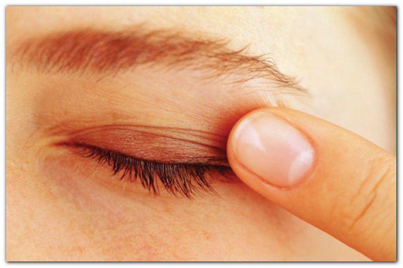 Опух глаз (верхнее веко) у ребенка - что делать